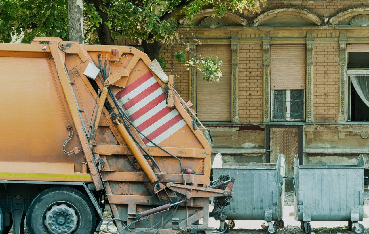 Garbage truck autonomous driving